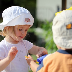 How to keep young children safe in the sun